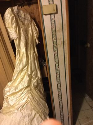 size 18 pale yellow wedding dress for Sale in Layton, UT