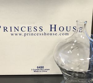 Beautiful 3 Crystal Oil Lamps for Sale in Miami, FL
