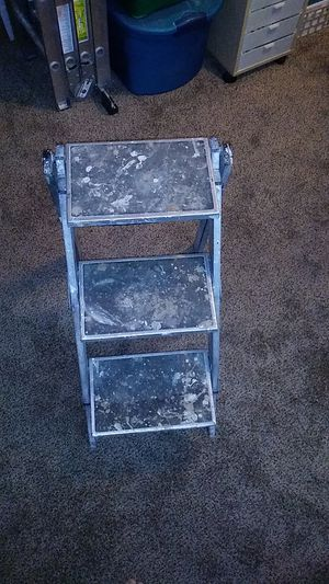 Hard working step ladder 3 run, 28 in tall 17 in wide for Sale in Vancouver, WA