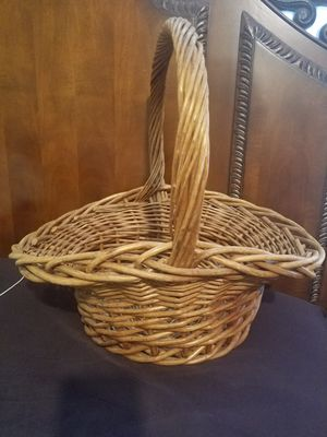Antique basket for Sale in Spartanburg, SC