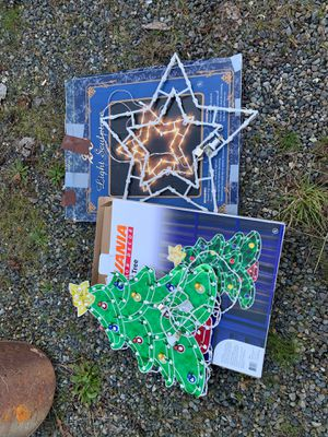 Free Christmas decorations for Sale in Yelm, WA
