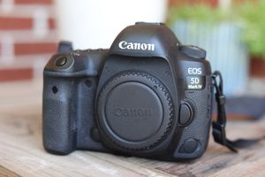 Canon 5D Mark IV with 2 Batteries and Charger for Sale in Bedford, TX