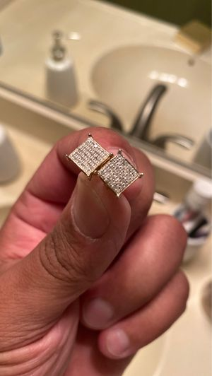 10 kt diamond vvs stone earrings for Sale in Ontario, CA