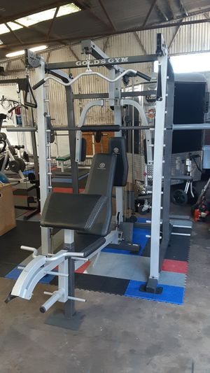 Gold's Platinum Cage Gym / weights / pesas / gymnasio / bench press for Sale in Mesquite, TX