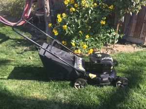 Lawn Mower 6.0 hp work well (new spark plug) for Sale in Manteca, CA