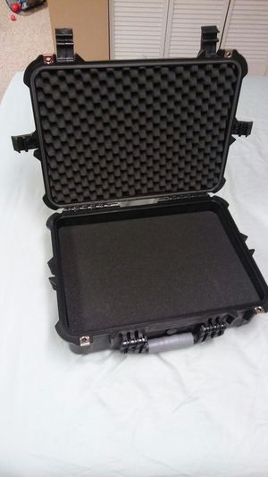 Hard shell carrying case for Sale in Philadelphia, PA