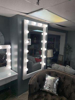 White Wall mirror for Sale in Dallas, TX