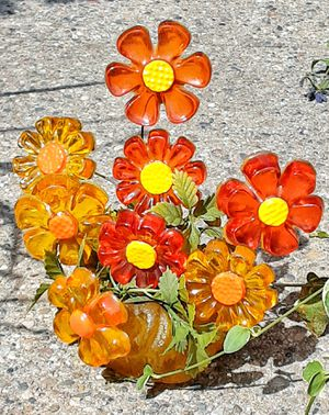 1969 mid century modern 1960s resin plastic flower power daisies table decoration for Sale in Saginaw, MI
