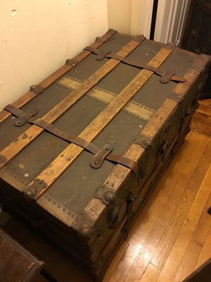 Early 19th Century Steamer Trunk for Sale in Brooklyn, NY