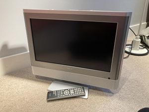 Toshiba TV set with DVD player and remote - 2005 model for Sale in Chicago, IL