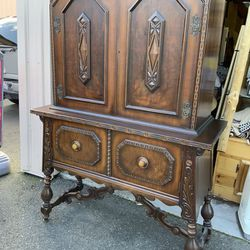 Gorgeous Antique Union Furniture Co. China Cupboard - Delivery Available for Sale in Tacoma,  WA