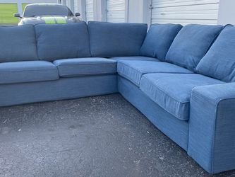 Excellent Condition Spacious Sectional 🚚 Free Delivery 🚚 for Sale in Miami,  FL