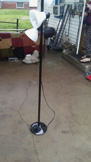 3 light floor lamp for Sale in Evansville, IN