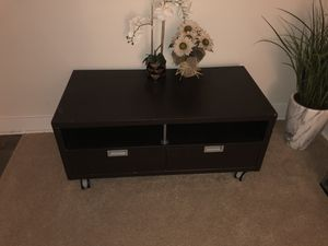 tv stand like new holds up to 60 inch tv for Sale in Silver Spring, MD