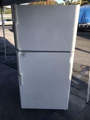 White apartment size refrigerator for Sale in Santa Ana, CA