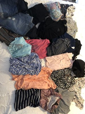 Lot of over $600 worth of maternity clothes!!! Like new for Sale in Tamarac, FL