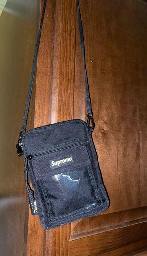 Supreme shoulder bag 50$ for Sale in Conroe, TX