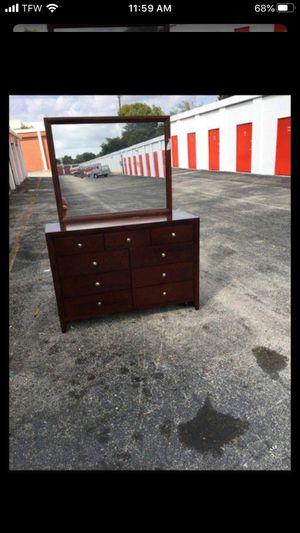Dresser and mirror for Sale in Tamarac, FL