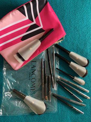 Lancome brush set with makeup bag for Sale in Miami, FL