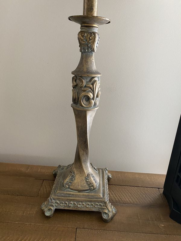 Almost new very nice and good quality lamp for your use