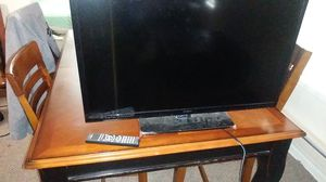 Insugnia 32 in tv 2 hdmi used maybe 3 hrs total for Sale in Tacoma, WA