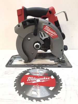 Milwaukee M18 FUEL 18-Volt Lithium-Ion Cordless 7-1/4 in. Circular Saw (Tool-Only) for Sale in Bakersfield, CA