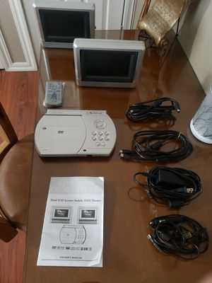 Portable headrest DVD player & 2 screens w/remote for Sale in Kennewick, WA