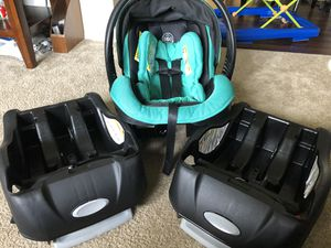 Graco Embrace 35 car seat with extra base for Sale in Painesville, OH