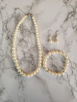 Womens Pearl Necklace Set from AVON for Sale in Jurupa Valley, CA