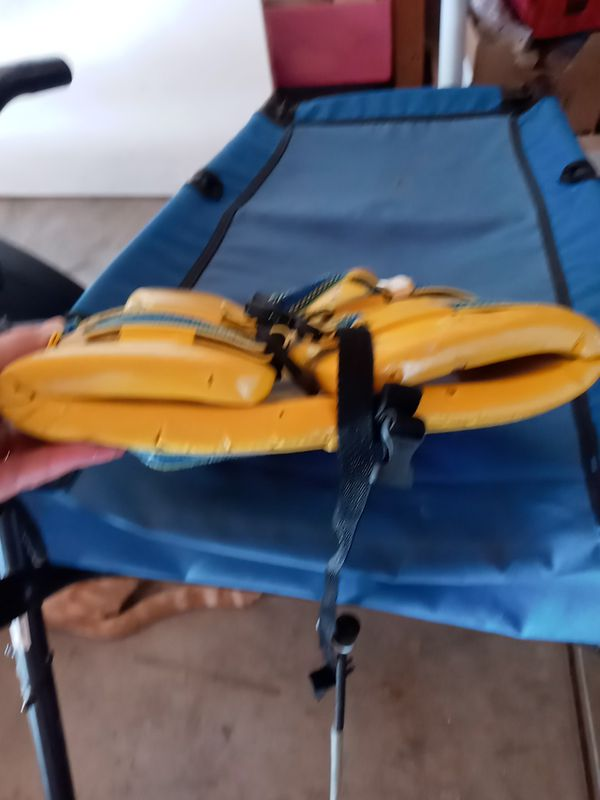 Free old training wheels and kids life jacket