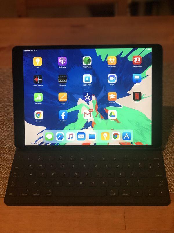 2019 iPad Air 3 WiFi 64gb with apple Smart Keyboard