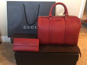 Authentic Red Gucci Boston with shoulder Strap and match wallet for Sale in Castro Valley, CA