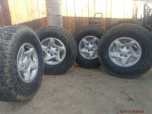 02 Toyota Tacoma wheels for Sale in Dinuba, CA