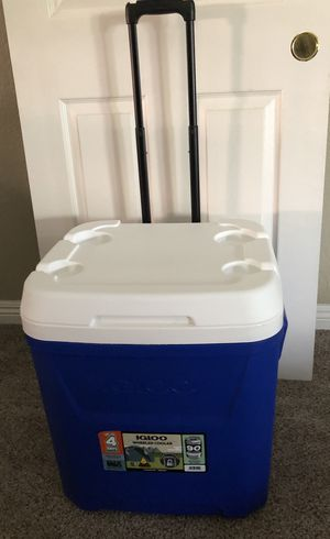 Brand new huge 60quarts igloo hold 90 cans price firm!! for Sale in El Centro, CA