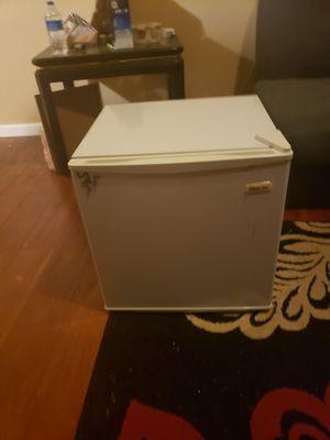 Mini fridge for Sale in Romeoville, IL