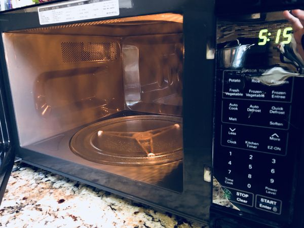 LG 1 4 Cu  Ft  Countertop Microwave -$60 for Sale in Las Vegas, NV - OfferUp