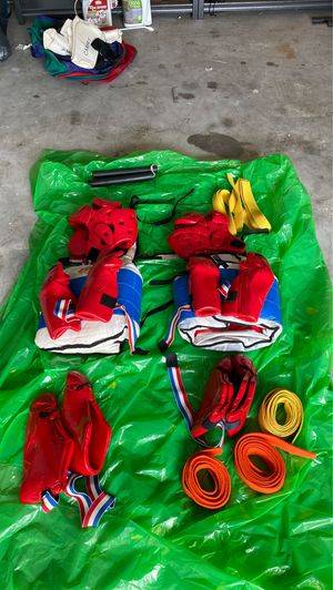 TaeKwonDo sparring equipment Size Large and size medium for Sale in Kissimmee, FL