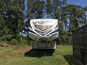 2015 Keystone Fusion 371 toy hauler for Sale in Mims, FL