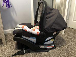 Car seat w/ base for Sale in San Bernardino, CA