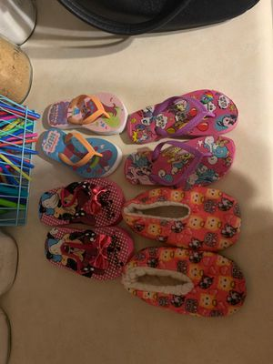 3 pair of Flip flops, 1 slippers - excellent condition for Sale in Spring Hill, FL