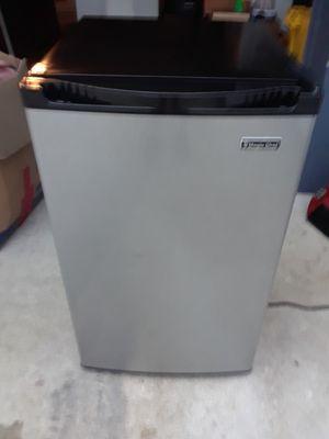 Mini refrigerator for Sale in West Palm Beach, FL