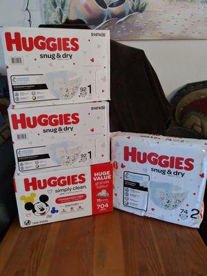 Huggies snug & dry bundle size 1 and 2 for Sale in Phoenix, AZ