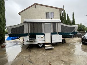 1998 Coleman Santa Fe Pop Up Camping Trailer for Sale in Los Angeles, CA