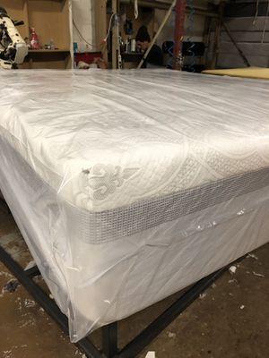 King Memory Foam Mattress With Splits Box spring for Sale in Rockville, MD