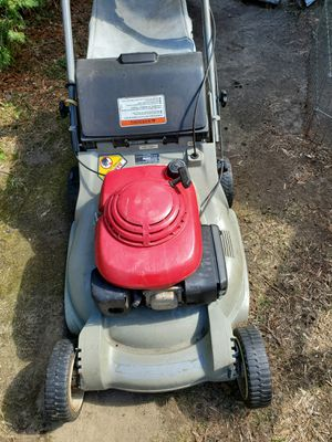 Honda rear wheel drive self-propelled lawnmower with bagger for Sale in Woonsocket, RI