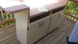 Island countertop bar stool height and cabinet doors for Sale in Riverview, FL