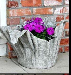 Tiesto / flower pots for Sale in Orlando, FL