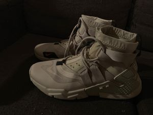 Nike air huarache grip for Sale in Cleveland, OH