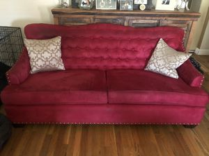 Tufted Couch - Red for Sale in Long Beach, CA