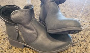 Ugg's, size 8.5. Great condition. for Sale in Carrollton, TX